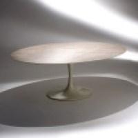 Fabulosa mesa de jantar oval, é linda e traz conforto