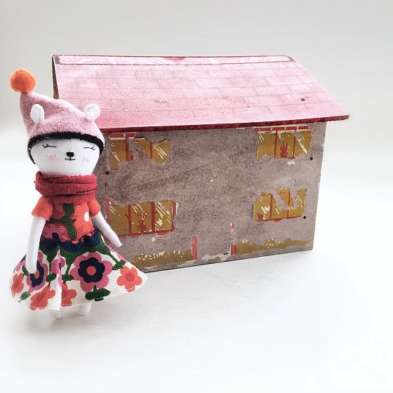 modflowers: thrifted house & handmade bear