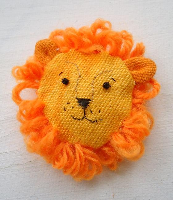 modflowers: change of mood - lion brooch