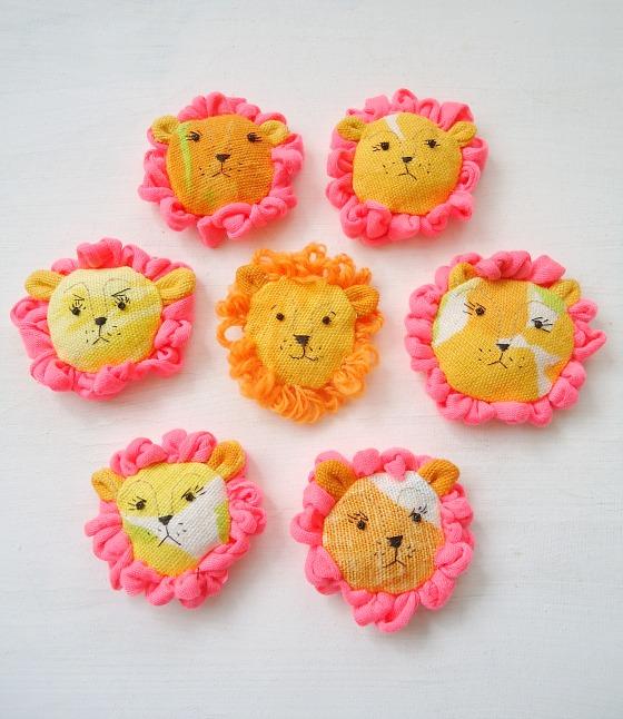 modflowers: change of mood - grumpy lion brooches