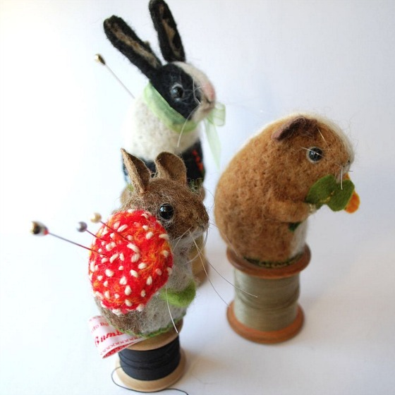 modflowers: pining for pincushions: pincushions by Miss Bumbles
