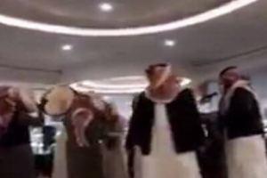 رقص رجال أمام النساء داخل مول عرعر يثير جدلا وحالة من القلق (فيديو)