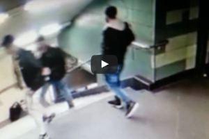 بالفيديو : شاب يضرب فتاة محجبة بمحطة قطار ببرلين ويرميها من أعلى الدرج