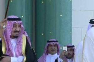 الملك سلمان يصل إلى قطر بعد ختام زيارته للإمارات