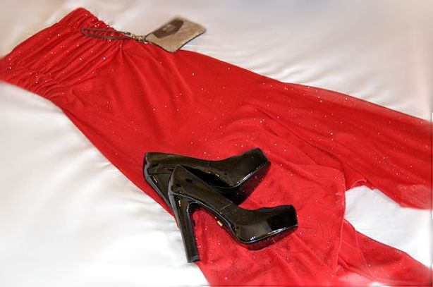 red dress black heels shoeme.ca