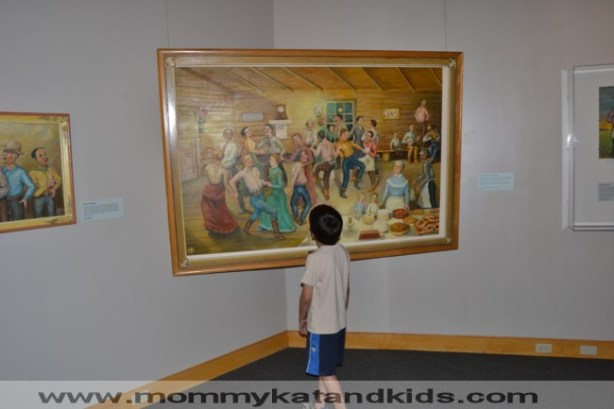 boy looking at Einar Olstad painting