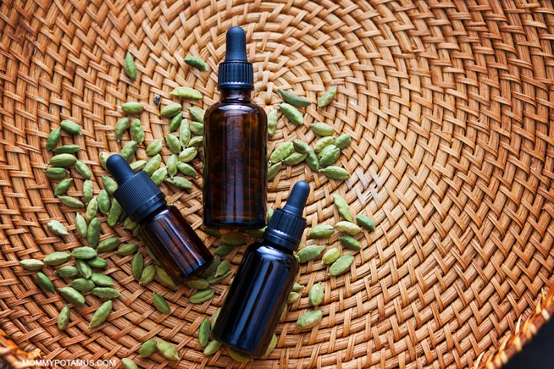 Safe Essential Oils For Pregnancy and Breastfeeding