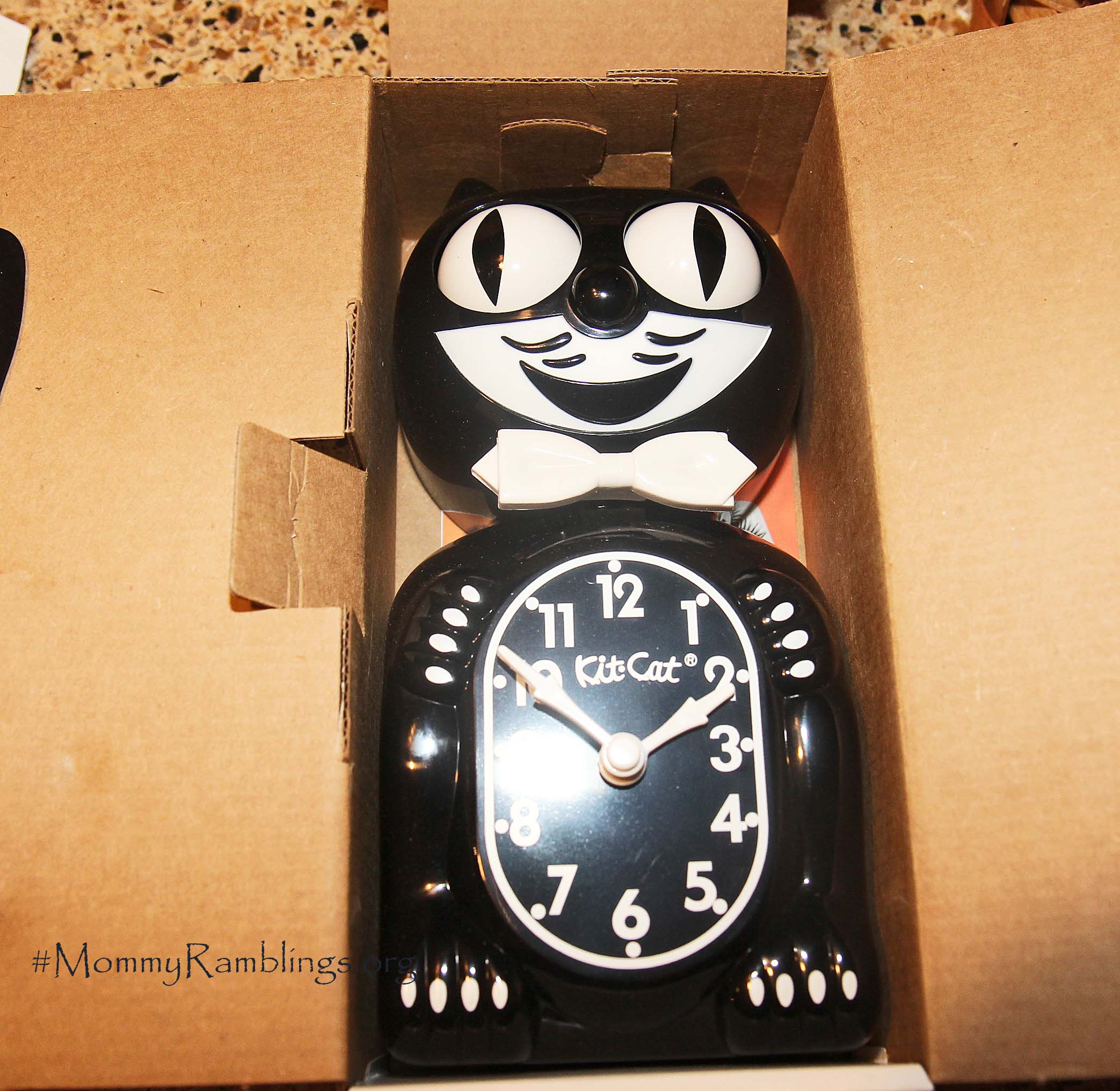 Kit Cat Clock Reminds You To Spring Ahead