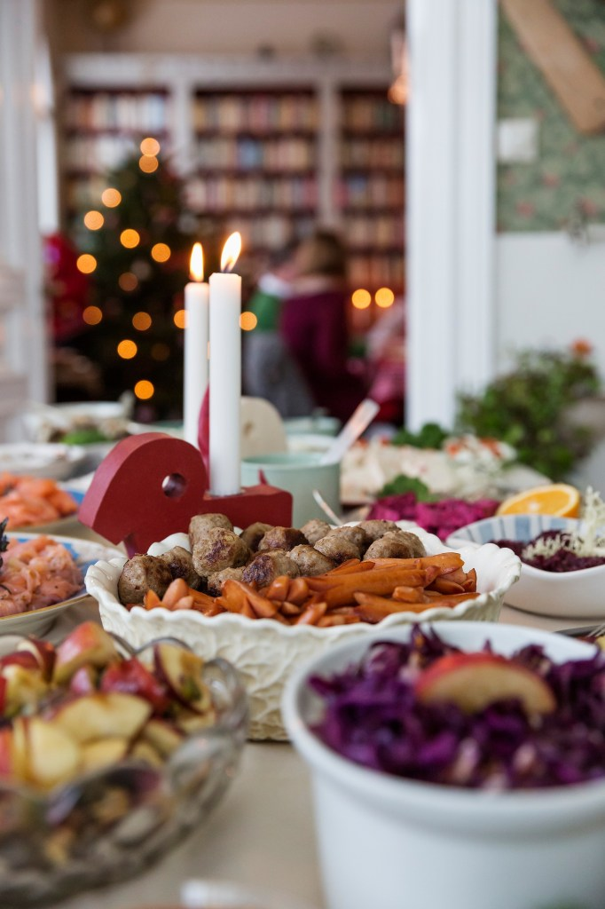 carolina_romare-swedish_christmas_table-2419