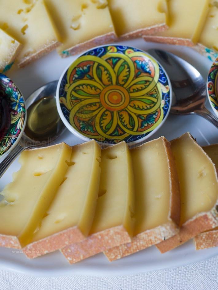 Fontina cheese, Crotta di Vegnerons, Chambawe, Aosta Valley, Italy, Europe