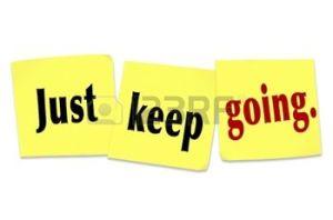 20162067-le-parole-e-dicendo-solo-andare-avanti-scritte-su-post-it-per-illustrare-determinazione-tenacia-pers
