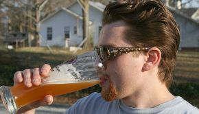 640px-2009-03-07_Nate_Dizo_drinking_beer
