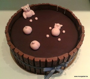 varkens in modderbad taart versierde taart chocolade