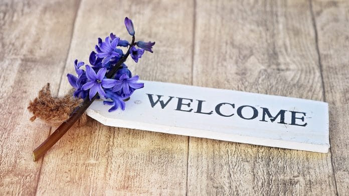 5 Items to Put in Your Welcome Packet for New Clients