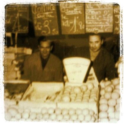 Marchés d'Ivry-sur-Seine au début des années 70, mon père et mon oncle. Que mettons-nous aujourd'hui sur les plateaux de la balance ?