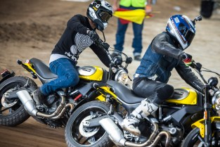 Some close racing with my other Scrambler buddy Nathon. Pic by @garthmilan