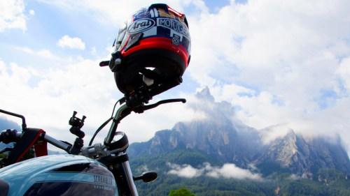 MotoGeo Tour Dolomites Arai Scrambler Scala
