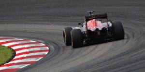 2016-formula1-japanese-gp-suzuka-preview-str11-toro-rosso-sainz-cov4