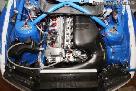 Rennsport Airbox aus Carbon montiert im BMW M3 E46