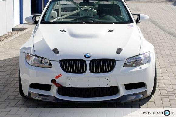 Weißer BMW M3 E92 in der Frontansicht