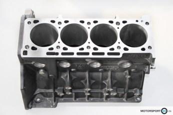 Neuer 2,5l S14 Motorblock mit Kolben