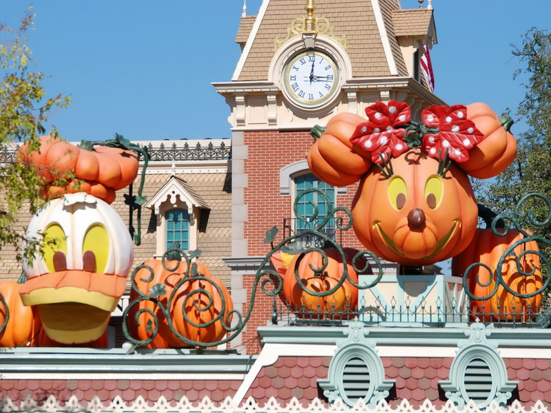 Fall Wallpaper With Pumpkins Mouseplanet Disneyland In The Fall Desktops By Frank