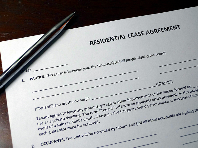 Movearoo\u0027s Easy Guide to Leasing a House or Apartment  Movearoo - lease and rental agreement difference