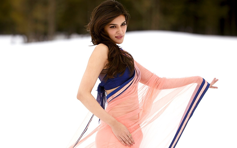 Cute Barbie Wallpapers For Desktop Kriti Sanon Hd Wallpapers Movie Hd Wallpapers