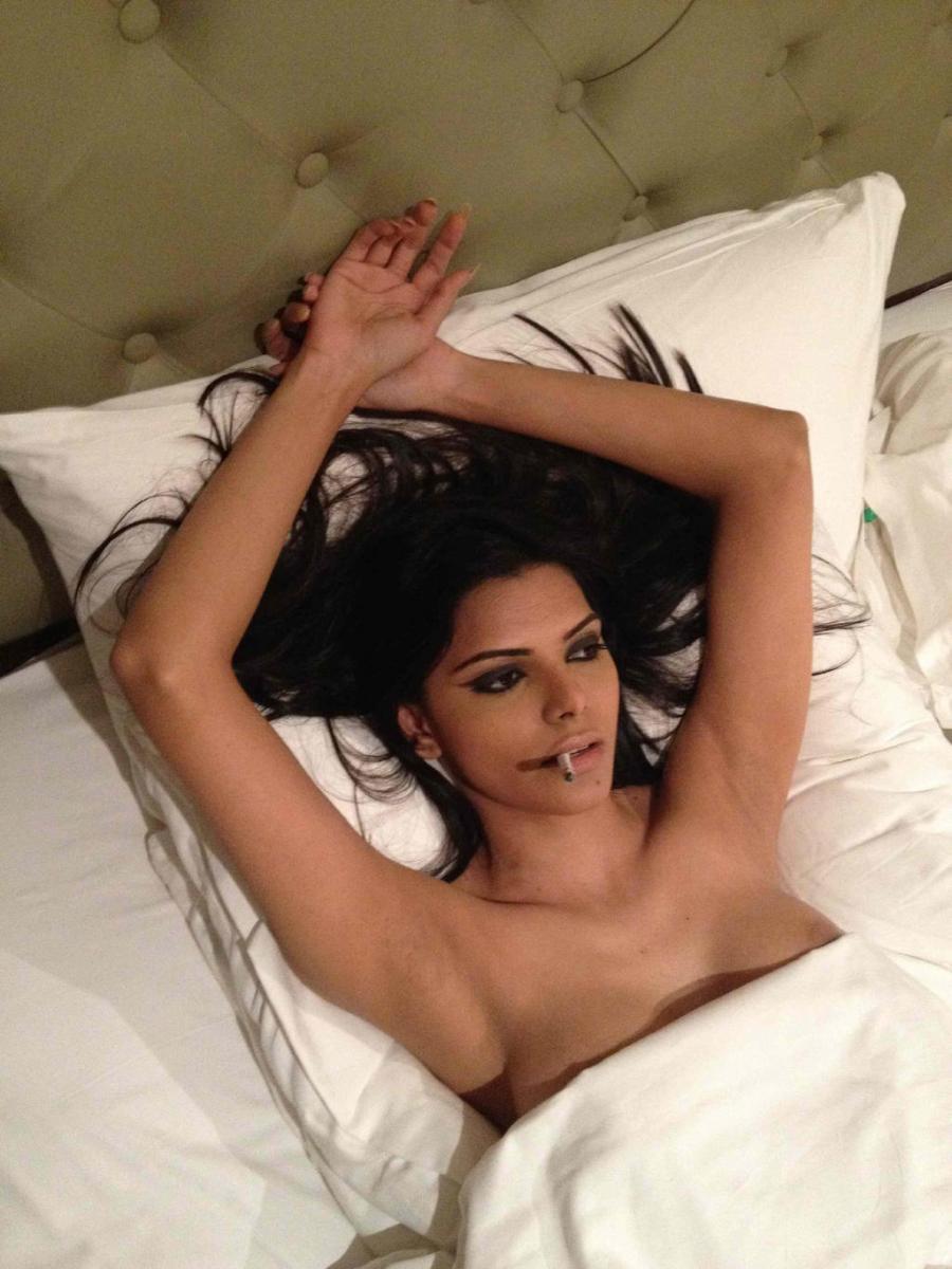 Sherlyn Chopra goes topless again on twitter!