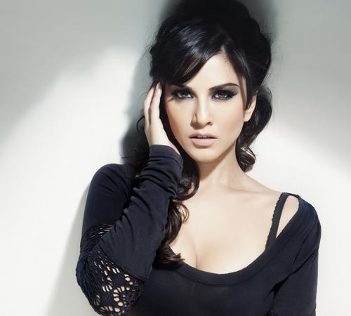 Sunny Leone in Hot Black in Jism 2