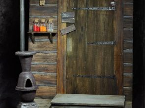 The Hateful Eight Door of The Haberdashery 1/6 Scale Cinematic Diorama