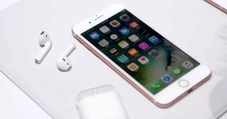 iphone 7 rosa con auriculares Airpod