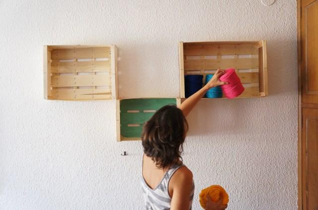 estanterias-diy-cajas-madera-fruta-manualidades