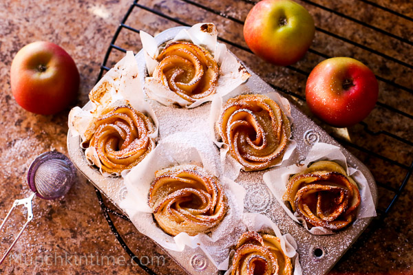 Apple Roses Dessert Recipe// www.munchkintime.com