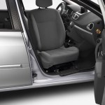 Renault-Clio-III-con-asiento-giratorio-01