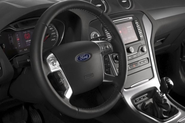 Ford-Mondeo-2011-09b