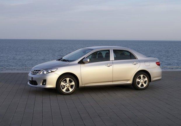 Toyota-Corolla-2011-03