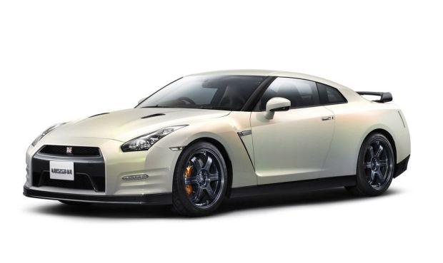 Nissan GT-R 2011 01