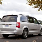 chrysler-town-and-country-2011-05