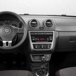 Volkswagen-Voyage-2013-6