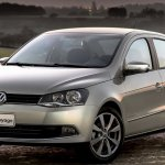 Volkswagen-Voyage-2013-1