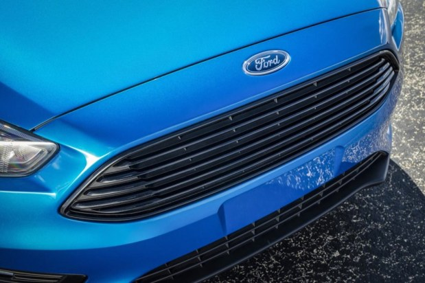 ford-focus-sedan-2015-11