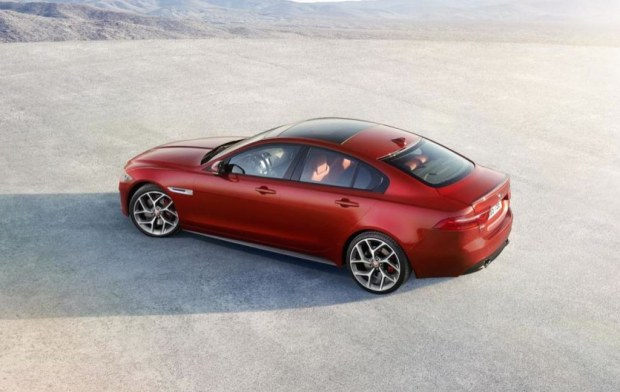 jaguar-xe-sports-salon-5