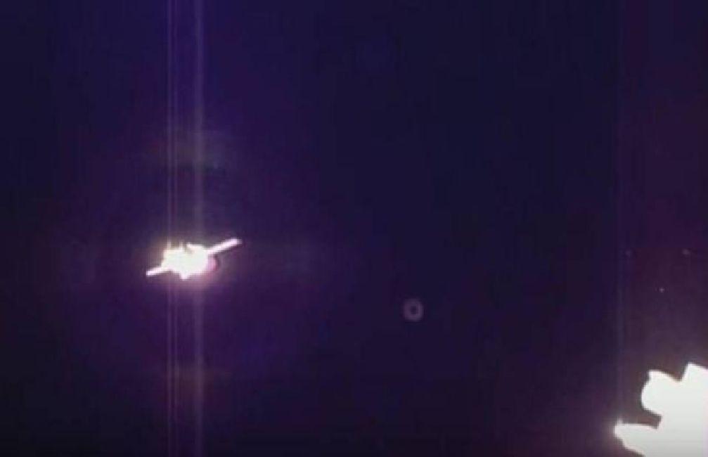 Actividad OVNI durante el acoplamiento manual de la Soyuz TMA-19M a la EEI (ISS)
