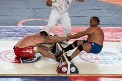 Mass-wrestling