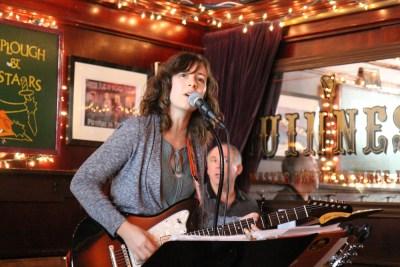 Sarah Levecque - live review - photo by Apple Kaufmann
