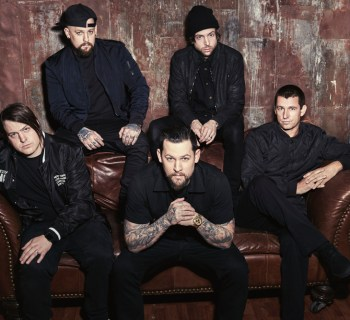 Good Charlotte sign with UTA