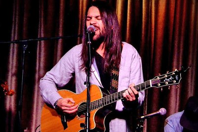 Travis Marsh - live at Hotel Cafe - photo credit: Manny Dominguez