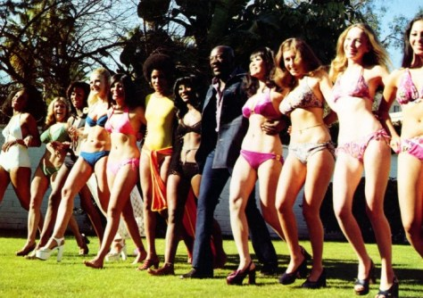 Isaac Hayes as Truck Turner with the girls