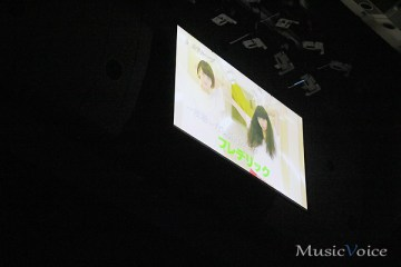 ステージ上部のスクリーンにはオドループのMV映像